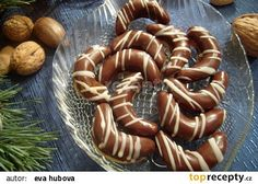 Punčové rohlíčky recept - TopRecepty.cz Czech Desserts, Cookie Desserts, Christmas Sweets, Christmas Baking, Galletas Cookies, Christmas Cookies, Czech Recipes, Biscuit Recipe, Meals For One
