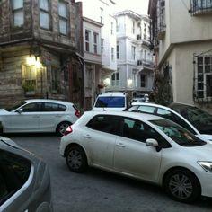 looks like valet parking in Arnavutköy/Istanbul ;)