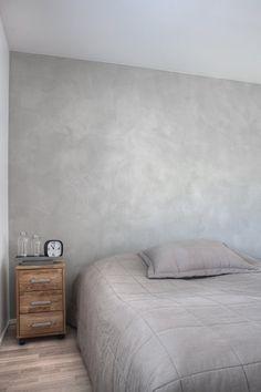 Tavallisuudesta poikkeavia sisustusratkaisuja, sekä käytännön niksejä raksalle ja remonttiin. Sanat: Betonilattia, Raksablogi, Moderni talo Bedroom Color Schemes, Bedroom Colors, Home Decor Bedroom, Bedroom Wall Collage, Patio Interior, Inside Design, Minimalist Interior, Grey Walls, Beautiful Bedrooms