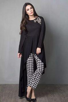 Maria B Silk/khaddar Beautiful Winter Dresses Prints For Girls Stylish Dress Designs, Designs For Dresses, Stylish Dresses, Casual Dresses, Girls Dresses, Hijab Casual, Winter Dresses, Dresses Dresses, Dresses Online