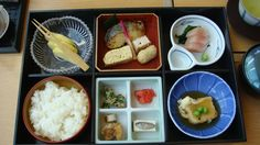 Box lunch at the Renaissance Okinawa  (Joe Cruz photo).
