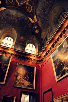 """It would be so much more fun if paintings and portraits in real life could move and talk like the ones in """"Harry Potter"""". In my castle on a cloud, they do."""