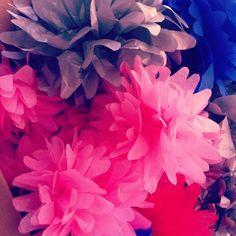 Pompon Wedding Day, Plants, Jewelry, Pom Poms, Pi Day Wedding, Jewlery, Jewels, Flora, Jewerly