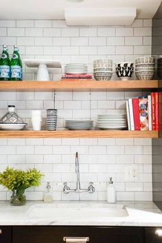 Wonderful Free of Charge open kitchen storage Ideas Kitchen pantry shelves could change from arranged for you to madness while in the blink of the eye. Stylish Kitchen, Open Kitchen, Kitchen Pantry, Kitchen Storage, Kitchen Cabinets, Kitchen Small, Rental Kitchen, Kitchen Appliances, Small Kitchens