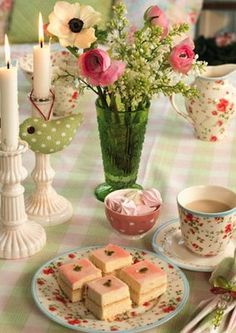 Love the pink  green. I wonder what's for tea - those cute sandwiches or cakes......