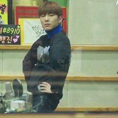 твоя сладкая печенька K Meme, Funny Kpop Memes, Cute Memes, Monsta X Kihyun, Hyungwon, Yoo Kihyun, Meme Faces, Funny Faces, Image Meme