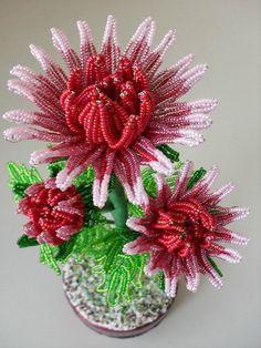Волшебство из серебристых нитей бисера French Beaded Flowers, Wire Flowers, Crochet Flower Patterns, Crochet Flowers, Protea Flower, Wire Trees, Thread Crochet, Wire Art, Beads And Wire