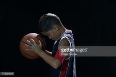 Foto de stock : Boy holding basketball