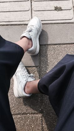 MINIMAL SILVER SHOES AND CULOTTES #reebok #minimal #silver #shoes #culottes