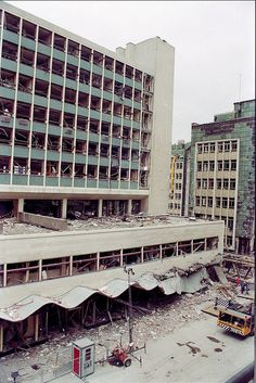IRA bomb damage at Manchester Arndale Center, June 1996 I Love Manchester, Manchester City Centre, Manchester United, Uk History, Local History, Old Pictures, Old Photos, Bolton England, Manchester Bombing