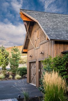 Artistic Barn Style Garage With Apartment Plans in Garage And Shed Rustic design ideas with Artistic bar doors barn style garage board and batten siding chimney hood circle Garage Apartment Plans, Garage Apartments, Garage Plans, Shed Plans, Garage Ideas, Barn Apartment, Design Garage, House Design, Barn Loft