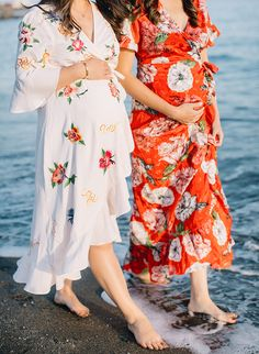 These gals decided to document being pregnant at the same time with best friend maternity photos while on an annual girls trip/babymoon in Malaga! Friend Pregnancy Photos, Sister Maternity Pictures, Sister Pictures, Pregnancy Looks, Maternity Photography Poses, Maternity Poses, Maternity Fashion, Maternity Dresses, Maternity Style