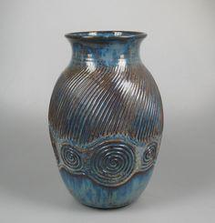 Sphinx Wim Visser large vase with snails...