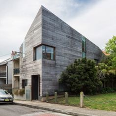 Stirling+House+is+a+faceted+Sydney+home++clad+with+rough+timber+boards