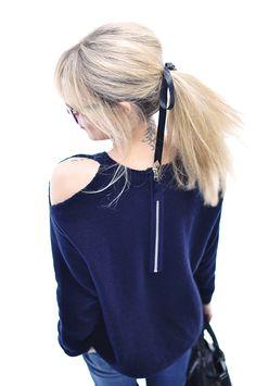 DIY open shoulder sweater Shoulder Cut Out Sweater, Blank Denim, Sweatshirt Refashion, Diy Braids, Diy Tops, Clothing Hacks, Fall Winter Outfits, Bellisima, Designing Women