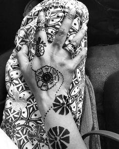 Body painting using hena