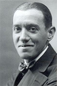 Ramón PÉREZ DE AYALA y Fernández del Portal (Oviedo, 1880 - Madrid, 1962) Escritor. Su obra abarca poesía, ensayo y narrativa.