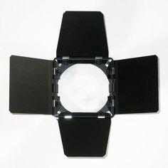 VISERA 4 ALETAS SPOT 300/500/650 LED(16 x 16 Cmts)    Visera de 4 palas para proyector PC o Fresnel de 300, 500 ó 650 vatios de la marca Italiana LED  Pintada en color negro