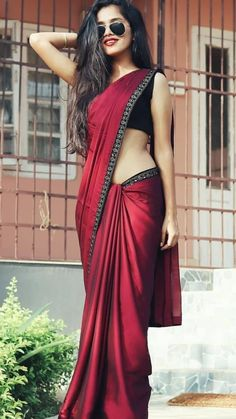 Modern Saree Styles You are in the right place about Saree Styles in pakistan Here we offer you the most beautiful pictures about the Saree Styles black you are looking for. When you examine the Modern Saree Styles part of[. Simple Sarees, Trendy Sarees, Stylish Sarees, Saree Designs Party Wear, Saree Blouse Designs, Fancy Sarees Party Wear, Party Wear Sarees Online, Online Shopping Sarees, Saree Shopping