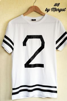 DIY 30 DAYS 30 TEE-SHIRTS : #8 BY MARGOT: men's tee into a monochrome baseball top