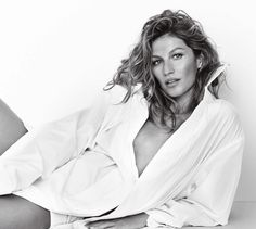 The Daily Summer has the haute beach season covered from Southampton to St. This oversize glossy has become the uncontested fashion bible for the Hamptons set. Studio Photography Poses, Fashion Photography Poses, Photography Women, Boudior Outfits, Boudior Poses, New Foto, Sexy White Dress, Fashion Bible, Lingerie Shoot