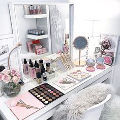 Taykeren make-up, nails, vanities beauty room, makeup organization, makeup rooms Makeup Organizing Hacks, Organization Hacks, Rangement Makeup, Vanity Room, Closet Vanity, Ikea Vanity, Diy Vanity, Make Up Storage, Storage Ideas