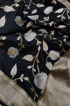 Black Handloom Banarasi Pure Katan Silk Floral Design Sona Roopa Dupatta +91 7738869115 OR +91 7710801701 #banarasidupatta#dupatta #chunni#designerdupatta#ethnic#indianethnicwear#onlineshopping#indianwear#indianfashion#dupattas#dupattaonline#sustainablefashion#womensfashion#india#mumbai#clothingbrand#luxurionworld#iwearhandloom# Kora Silk Sarees, Indian Silk Sarees, Tussar Silk Saree, Indian Fabric, Silk Dupatta, Indian Anarkali, Black Saree Designs, Silk Saree Blouse Designs, Half Saree Lehenga