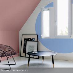 """Eine elegante Kombination aus den beiden Trendfarben 2016 für die Wand: """"Serenity"""" sorgt in Form eines Kreises für einen optischen Blickfang, die Wand mit…"""