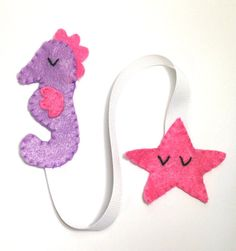 *Pink Seahorse and Starfish Bookmark* This bookmark is the perfect gift for any book lover and to encourage your child to read! It makes reading more fun than ever and a great way to mark your pages! https://www.etsy.com/shop/FluffedNStuffed