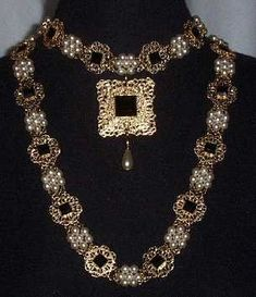Friday Art & History Feature - Fashion and Jewelry of Renaissance Italy and England Renaissance Jewelry, Medieval Jewelry, Renaissance Fashion, Ancient Jewelry, Antique Jewelry, Wiccan Jewelry, Dinastia Tudor, Los Tudor, Mary Tudor