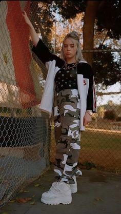 Pin by leyla albon on ❤ Billie Eilish ❤ in 2020 Billie Eilish, Powerpuff Girls, Looks Hip Hop, Applis Photo, Me As A Girlfriend, Foto E Video, My Girl, Beautiful People, Beautiful Celebrities
