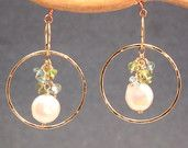 Hammered hoops with peridot, apatite and ivory pearl Bohemian 73