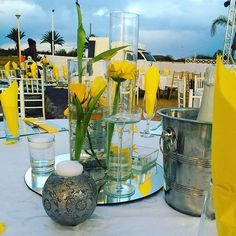 A touch of yellow..could be all you need. pic via @karibuevents #centerpieces #yellow #inspiration #eventsdecor #welove