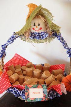 Decoração de Festa Junina - Como fazer a sua - 100 FOTOS - 2017 Birthday Decorations, Baby Shower Decorations, Farm Themed Party, Diy And Crafts, Crafts For Kids, Diy Gift Box, Its My Bday, Diy Party, Handicraft