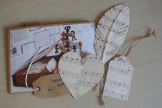Handgemaakte items van muziekpapier