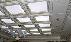 Особое внимание в данном проекте было уделено кессонному потолку. Создали эффект свечения и оформили все источники света.  #grandecor #грандекор #дизайнинтерьера #интерьер #интерьерыиздерева #молдинги #артдеко #дизайн #дизайнер #классика #тренд #фасады #кухни #двери