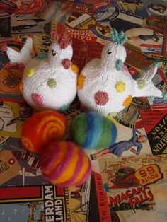 Ravelry: Dotted Chickens pattern by Susan B. Anderson Susan B Anderson, Chicken Pattern, Chicken Crafts, Little Cotton Rabbits, Baby Owls, Hand Knitting, Knitting Ideas, Softies, Doll Toys