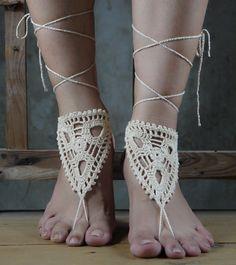 Beige crocheted barefoot sandals Shoes anklet lace de crochet  sur DaWanda.com