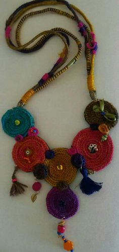 Colar Boho, Fabric Jewelry, Macrame, Crochet Necklace, Projects To Try, Stitch, Knitting, Crafts, Vintage