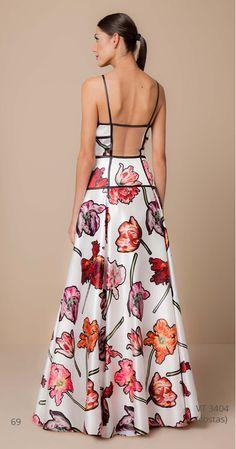 Precioso #vestido maxi largo con estampado #floral y escote en la espalda. Un #diseño perfecto para esta #primavera.