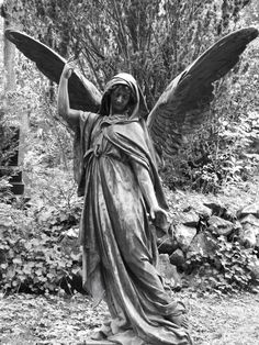 Angel Nordfriedhof in Wiesbaden. Cemetery Monuments, Cemetery Statues, Cemetery Art, Highgate Cemetery, Angels Among Us, Angels And Demons, Tattoo Religion, Recoleta Cemetery, Sculpture Art