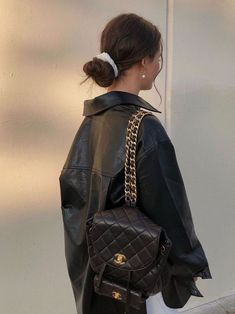 Chanel Backpack - Source by LeniBrck - accessories 2020 Yellow Backpack, Backpack Outfit, Fashion Backpack, Palm Springs Mini Backpack, Looks Style, My Style, Louis Vuitton Backpack, Make Up Braut, Vintage Backpacks