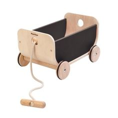 Plan Toys wooden wagon black, a beautiful accessoire for ervery kidsroom. Enjoy collecting things and move them around in the house with your wagon. Create a wagon train with multiple wagons laced together with the rope. Wooden Cart, Wooden Wagon, Baby Toys, Kids Toys, 4 Kids, Toy Wagon, Plan Toys, Pull Toy, Outdoor Toys