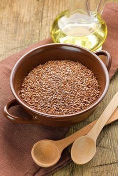Keten Tohumu Yağıyla Kanserden Korunabilirsiniz Keten tohumu yağı en önemli bitkisel omega-3 yağ asidi kaynaklarındandır. Balıkyağında bol bulunan omega-3 yağ asitlerini bitkilerden almak isteyenler için oldukça uygundur. Keten tohumu yağı kabızlığa karşı yumuşatıcı özelliktedir. Ayrıca son yıllarda görülmüştür ki başta prostat kanseri olmak üzere bazı kanser türlerinden korunmada önemli rol oynamaktadır. Tips Belleza, Organic Skin Care, Detox, Health Care, Spices, Sexy, Pudding, Salsa, Herbs