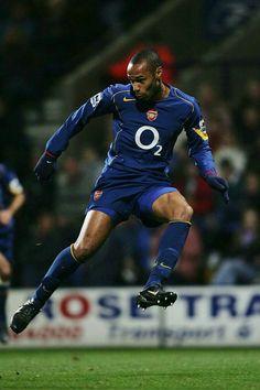 King Henry 👑 Arsenal Badge, Arsenal Fc Players, Arsenal Stadium, Arsenal Football, Logo Arsenal, Retro Football Shirts, Football Icon, Football Is Life, Nike Football