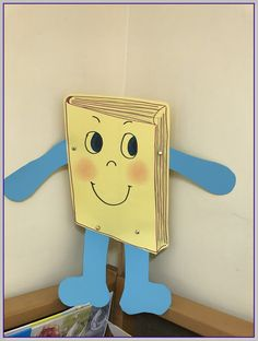 School Library Displays, Diy And Crafts, Crafts For Kids, Library Week, Sensory Book, Toddler Books, Cool Art Drawings, Preschool Art, Crepe Paper