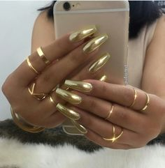 Nail polish gold chrome nails coffin shape designs black metallic and sparkle mirror silver shiny blue matte green colors holographic rose glitter red Sexy Nails, Hot Nails, Hair And Nails, Fabulous Nails, Gorgeous Nails, Pretty Nails, Perfect Nails, Gold Chrome Nails, Gold Coffin Nails