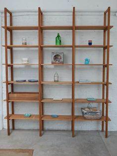 Estanteria Biblioteca Madera Antigua Pino Brasil - $ 16.800,00 Display Shelves, Shelving, Bookshelves, Bookcase, Space Crafts, Home Art, Cool Furniture, Ideas Para, Wine Rack