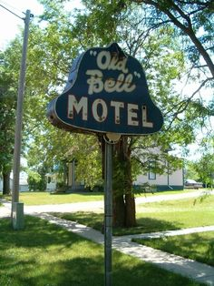 The Old Bell Motel neon sign in Tripp, South Dakota. Old Neon Signs, Old Signs, Roadside Attractions, Roadside Signs, Advertising Signs, Vintage Advertisements, Neon Moon, Retail Signs, Cafe Sign
