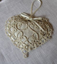 This lavender sachet will accompany a wedding dress until the big day. The pattern is Susan K. Fuller - Heart's Desire, (1 modification 1 addition). Front and back tatted with an added round joining the two making a path for satin ribbon. Done in Lizbeth 20 #603 Ecru
